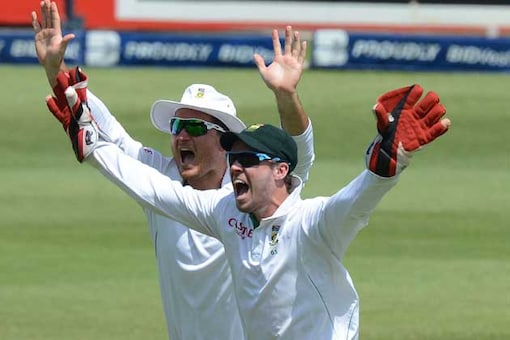AB de Villiers equals Test wicketkeeping record