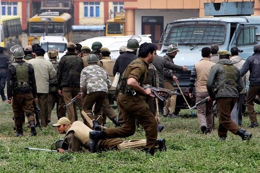 J&K: DGP to conduct inquiry into suicide attack on CRPF camp