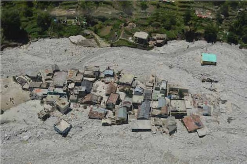 Locals struggle for food, shelter in flood-ravaged areas