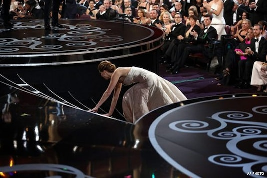 Jennifer Lawrence gives her Oscar away to her parents