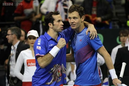 Czechs win doubles to take 2-1 lead in Davis Cup final