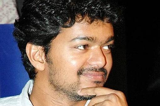 Vijay to star in the Tamil remake of 'Attarintiki Daredi'?