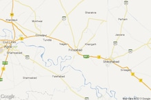 UP Police lathicharge women protesters in Firozabad