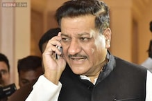 Chavan meets Sonia, unlikely to step down as Maharashtra CM