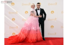 Lena Dunham wears pink, Kerry Washington chooses orange for Emmys