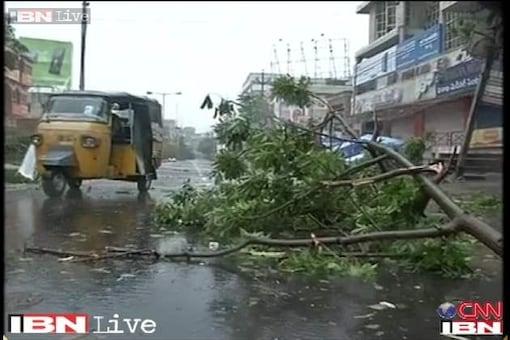Strong winds, heavy rains in coastal AP ahead of Hudhud strike