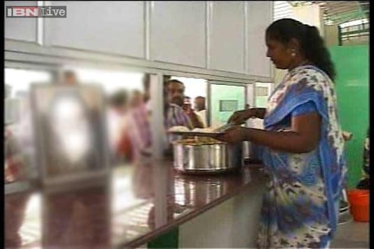 Government offers 'petticoat','dupatta' to female canteen employees