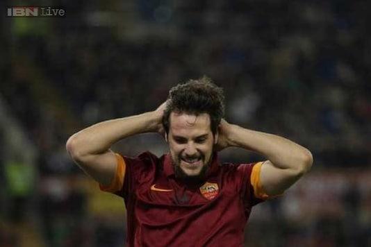 Mattia Destro Gets Rousing Reception On Joining Milan From Roma
