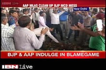 AAP government, MCD employees faceoff intensifies, garbage dumped on Delhi streets