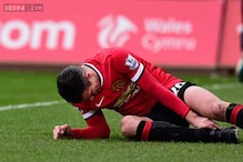 Robin van Persie ruled out of Manchester United clash against Aston Villa
