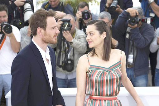 Cast members Marion Cotillard (R) and Michael Fassbender pose during a photocall for the film 'Macbeth' in competition at the 68th Cannes Film Festival in Cannes, southern France, May 23, 2015.