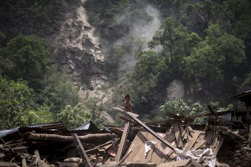 Rain hampers search for people missing in Nepal landslide