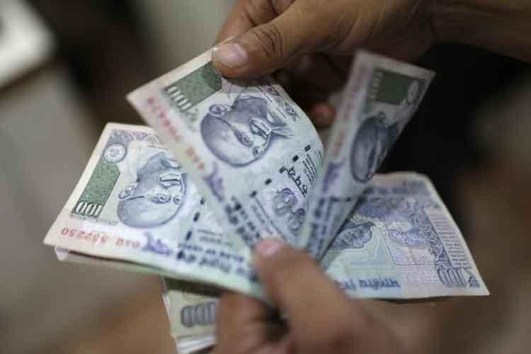 Rupee Falls Below 72 Mark Against US Dollar on Fund
