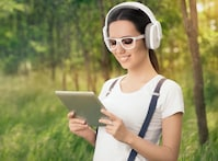 Digital song downloads slump further while online music streaming catches up
