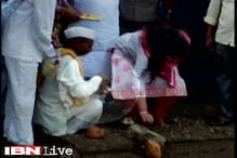 VIP culture: Pankaja Munde tweets about her slippers being carried by personal assistant