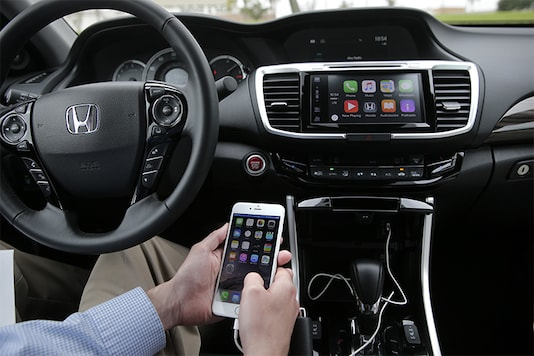 Apple, Google aim to turn cars into robotic assistants; bring smartphone functions to dashboards