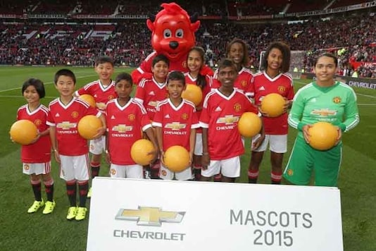 Two Indian kids played mascot in Manchester United vs Liverpool match