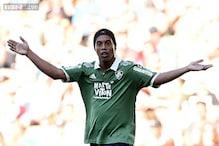 Ronaldinho defends visit to rival dressing room