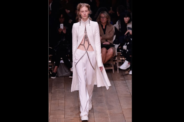 3f1a012f7 Paris Fashion Week  Top 10 looks from Alexander McQueen s show -  Photogallery