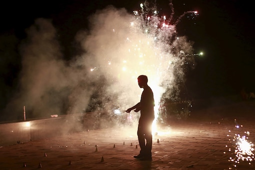 Diwali firecrackers push up pollution level across the country