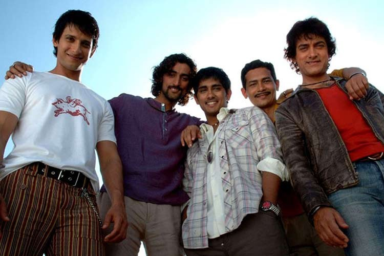 Not one or two but several iconic and blockbuster films will be completing 10 years in 2016. First up Rakeysh Omprakash Mehra's 'Rang De Basanti' which featured Aamir Khan, Siddharth, Kunal Kapoor, Sharman Joshi, R Madhavan and Soha Ali Khan. The film that stirred the consciousness of the youth and set the trend of candle march at India Gate beautifully described how a group of students take on a corrupt system when one of their friend dies in a plane crash.