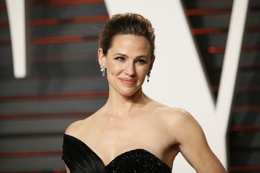 Olivia Wilde's braid bun to Jennifer Garner's subtle smokey eyes: Oscars red carpet look decoded