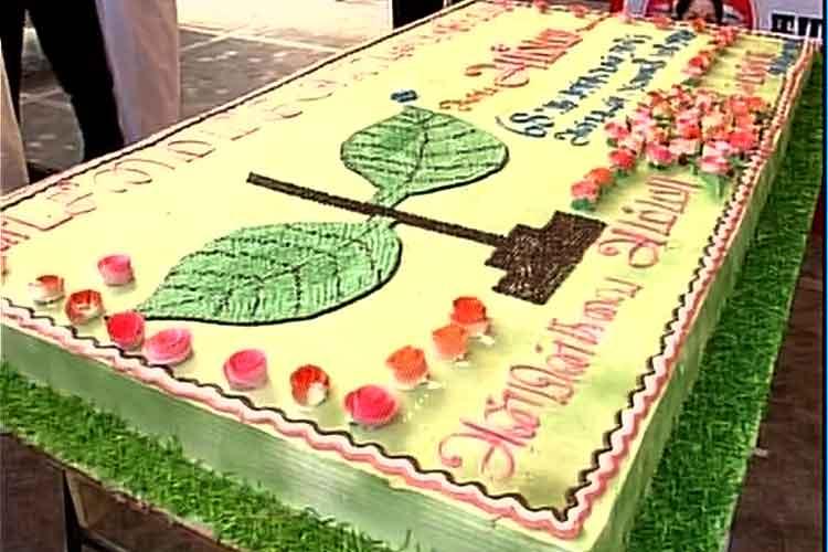 Giant Cake Amma Tattos Mark J Jayalalithaas Birthday News18