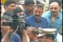 Police beat up photographers covering Sanjay Dutt's visit to temple