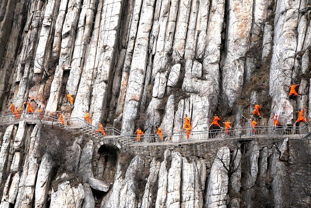 Students from a martial arts school practice Shaolin Kung Fu on cliffs in Dengfeng, Henan Province, China, March 17, 2016. REUTERS/Stringer ATTENTION EDITORS - THIS PICTURE WAS PROVIDED BY A THIRD PARTY. THIS PICTURE IS DISTRIBUTED EXACTLY AS RECEIVED BY REUTERS, AS A SERVICE TO CLIENTS. CHINA OUT. NO COMMERCIAL OR EDITORIAL SALES IN CHINA.           TPX IMAGES OF THE DAY      - RTSAV58