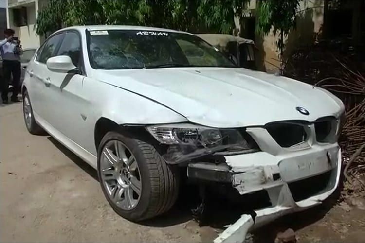 One Dead In Bmw Hit And Run Case In Noida No Arrest News18