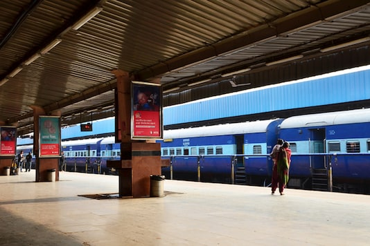 The Western Railways has increased the platfrom ticket fare for railway stations of Mumbai, Vadodra, Ahmedabad, Ratlam, Rajkot and Bhavnagar.