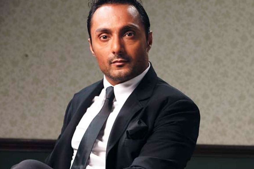 Two Bananas Cost Rahul Bose Rs 442 at Five-Star Hotel and Twitter Has a Bunch of Advice for Him