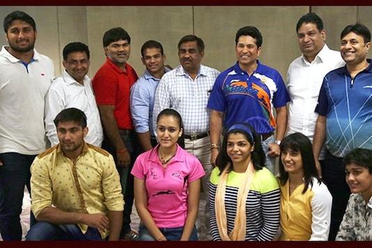 File image of Sachin Tendulkar with some of India's Rio-bound athletes. (Photo Credit: Twitter @sachin_rt)