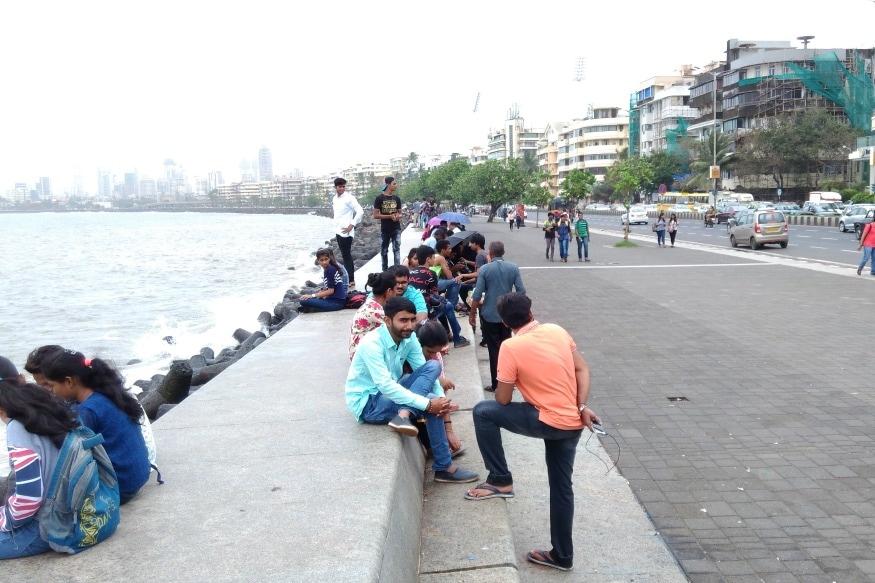 Video of Couple 'Having Sex' on Mumbai Road Goes Viral