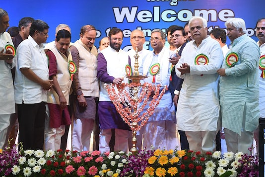 Prakash Javdekar,  Anantha Kumar, Sidharamaiah at the inauguration ceremony of IIT Dharawad