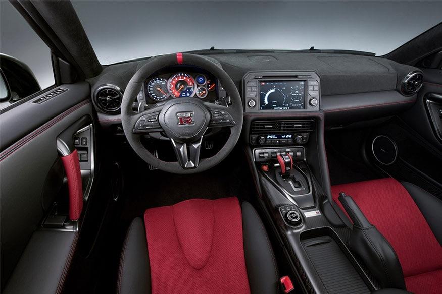 2017-Nissan-GT-R-Nismo-interiors