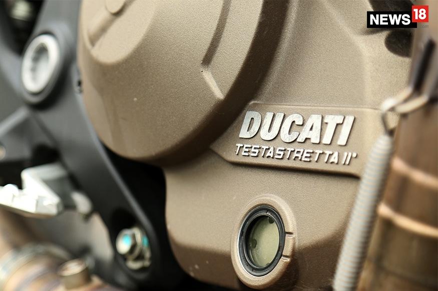 Ducati-Monster-821-Engine