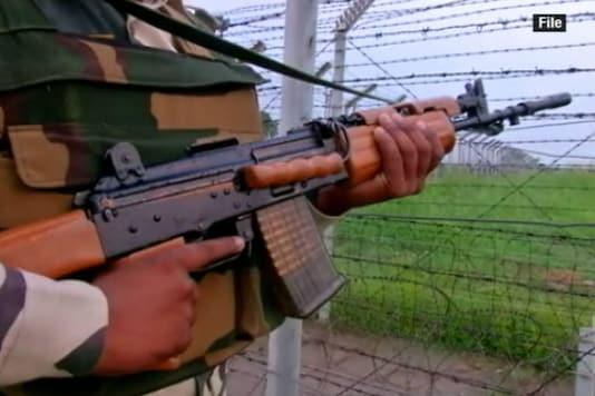 An Army jawan holding a rifle near the border. (Representative image)
