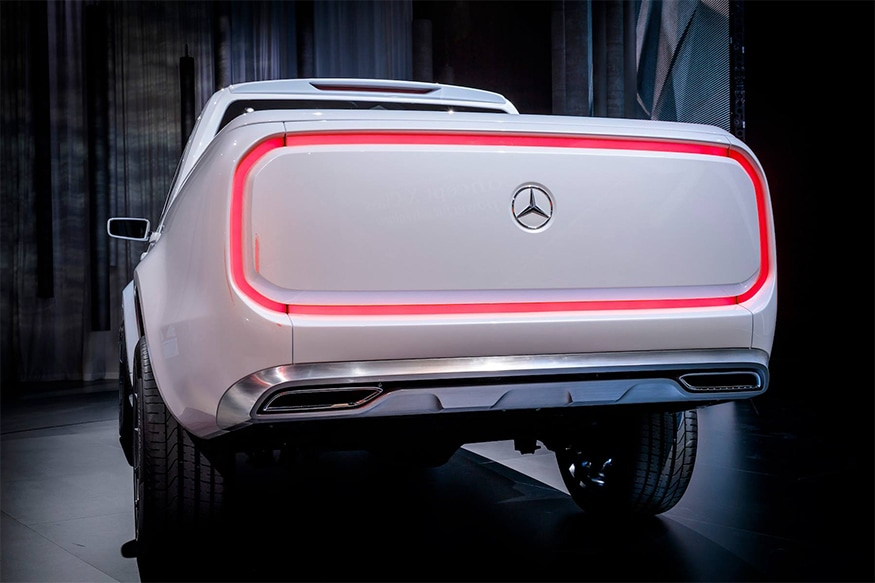 Mercedes-Benz-X-Class-from-the-back