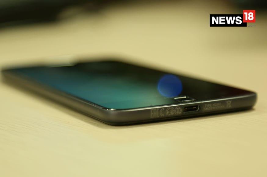 Motorola Moto Z review, Moto Z review, Moto Z specs, Moto Z price, Moto Mods, Moto Z sale, smartphones, technology news