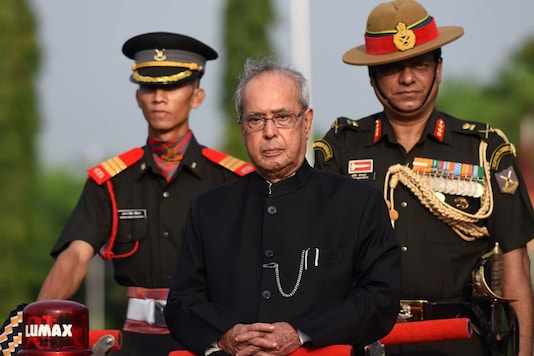 Former President Pranab Mukherjee interrupted a press conference to talk to the Pakistani minister. (File photo: Reuters)