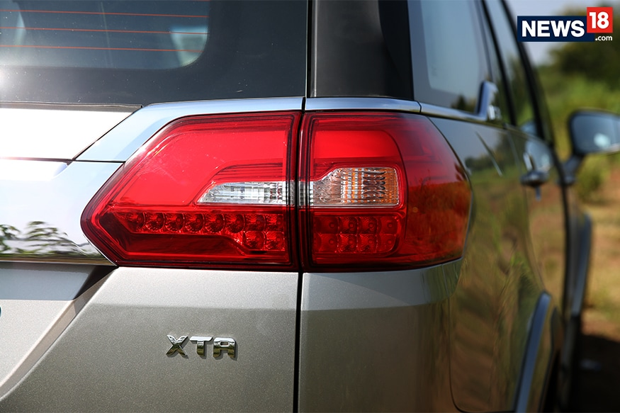 Tata-Hexa-Tail-lights