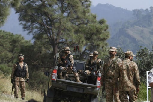 Pakistan army soldiers patrol at a forward area Bagsar post on the Line of Control (LOC), that divides Kashmir between Pakistan and India, in Bhimber, some 166 kilometers (103 miles) from Islamabad, Pakistan, Saturday, Oct. 1, 2016 (Photo: AP)