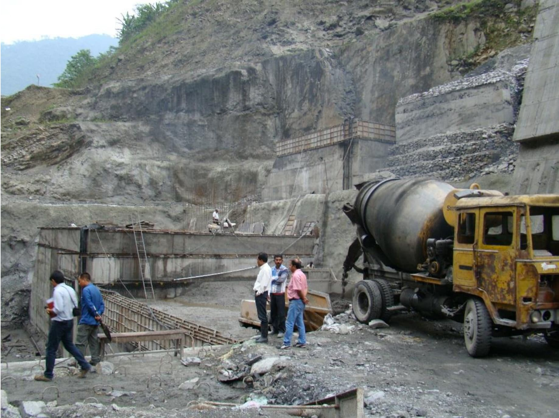 Construction activities at the Bichom Dam. (Photo: Monitoring Report, MoEF)