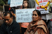 'What About Our Rights?' Nirbhaya's Mother Breaks Down as Court Postpones Convicts' Death Warrant