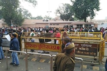 SP Feud: Akhilesh Supporters Gather Outside His 5 Kalidas Residence in Lucknow