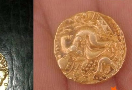 An image of a gold coin dug out by a villager. (Photo: Pradesh18)