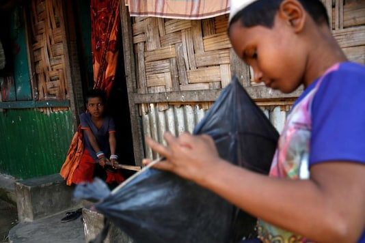 A Rohingya boy looks on as another boy makes a kite in Leda unregistered Rohingya Refugee Camp in Cox's Bazar, Bangladesh, November 22, 2016. (Photo: REUTERS)