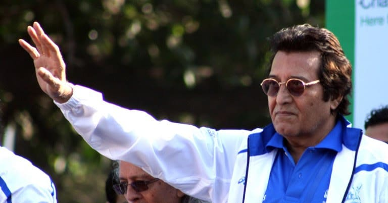Actor Vinod Khanna poses during a marathon in Mumbai on January 15, 2012.  (AFP PHOTO)