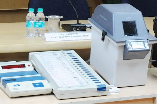 File photo of a VVPAT with EVM. (Photo courtesy: PIB)